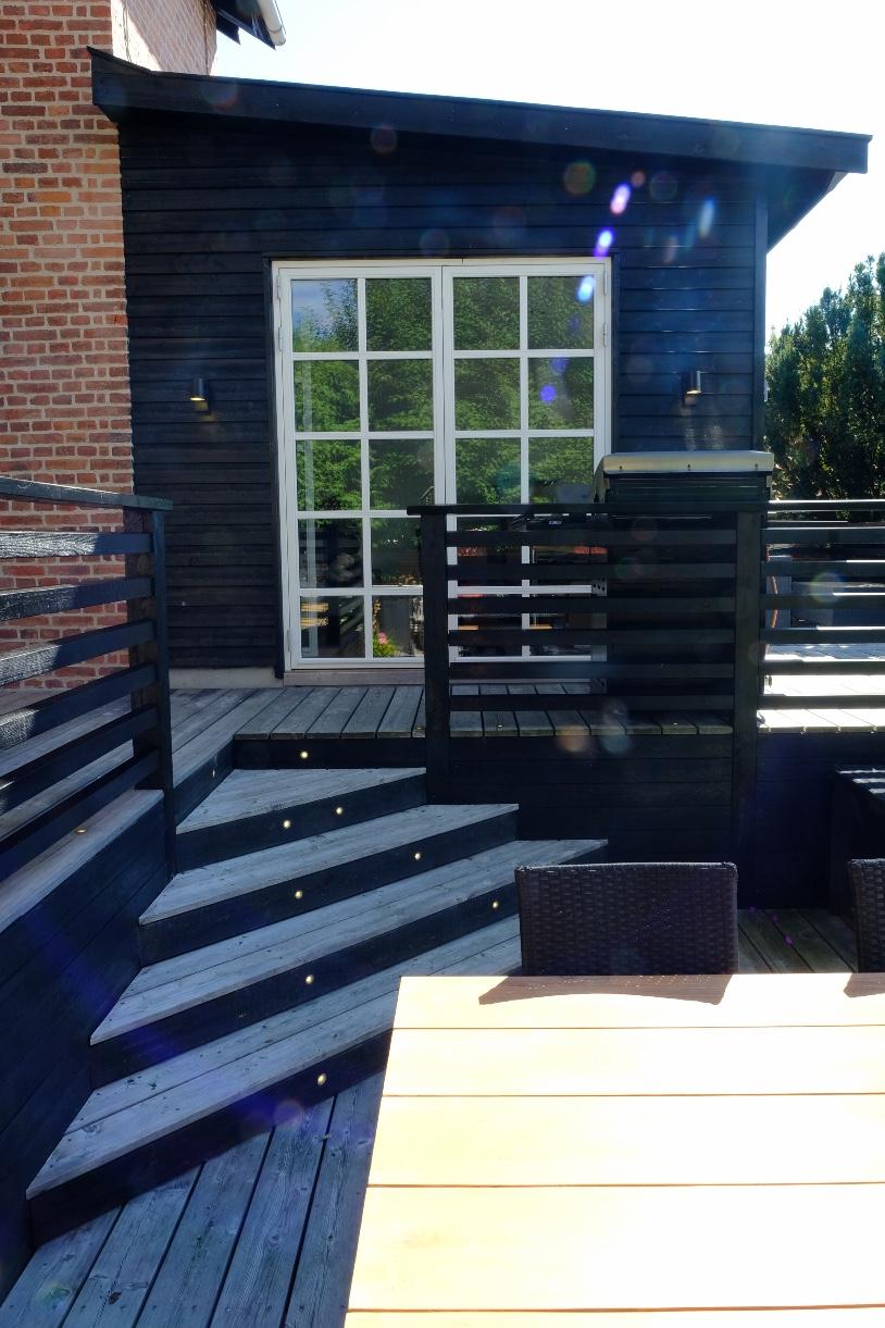 Terrasse med trappe